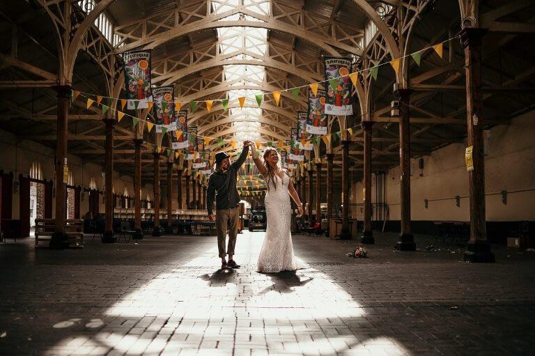 couple dancing in the pannier market